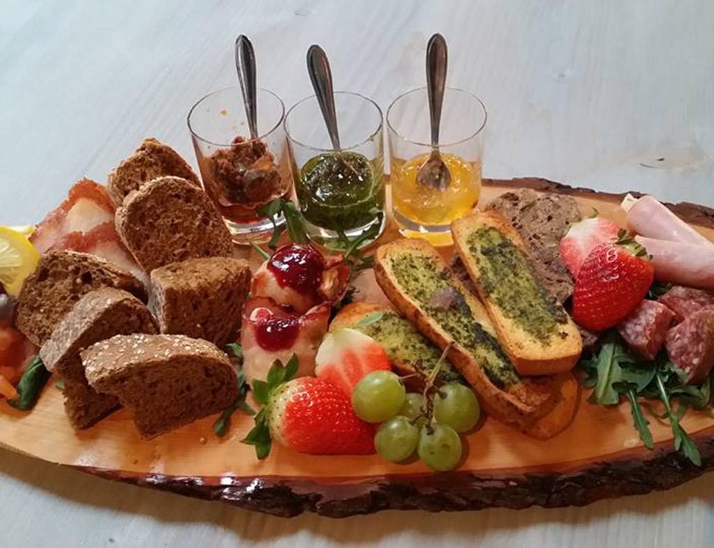 Boot-Huren-En-Dineren-Aan-Boord-De-Kruitmolen-Stavoren-1