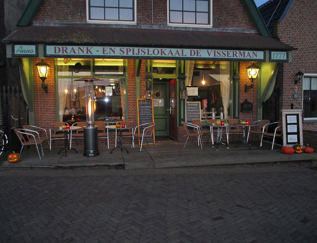 Boot-Huren-En-Dineren-Aan-Boord-De-Visserman-Stavoren-