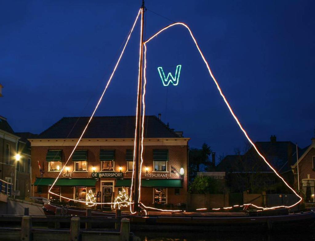 Boot-Huren-En-Dineren-Aan-Boord-De-Watersport-Woudsend-4