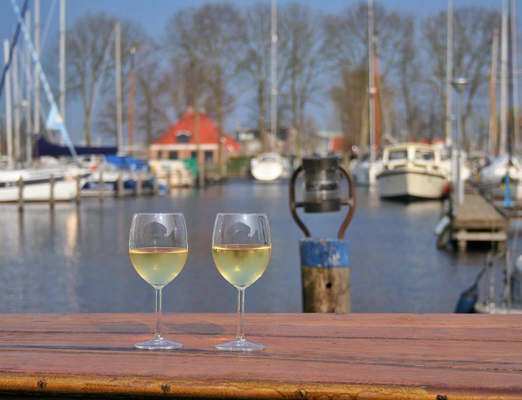 Boot-Huren-En-Dineren-Aan-Boord-Eetcafe-Tante-Sjuul-2