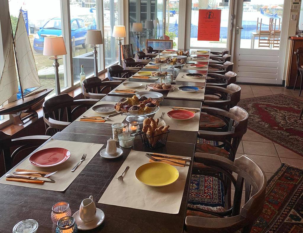 Boot-Huren-En-Dineren-Aan-Boord-Eetcafe-Tante-Sjuul-5