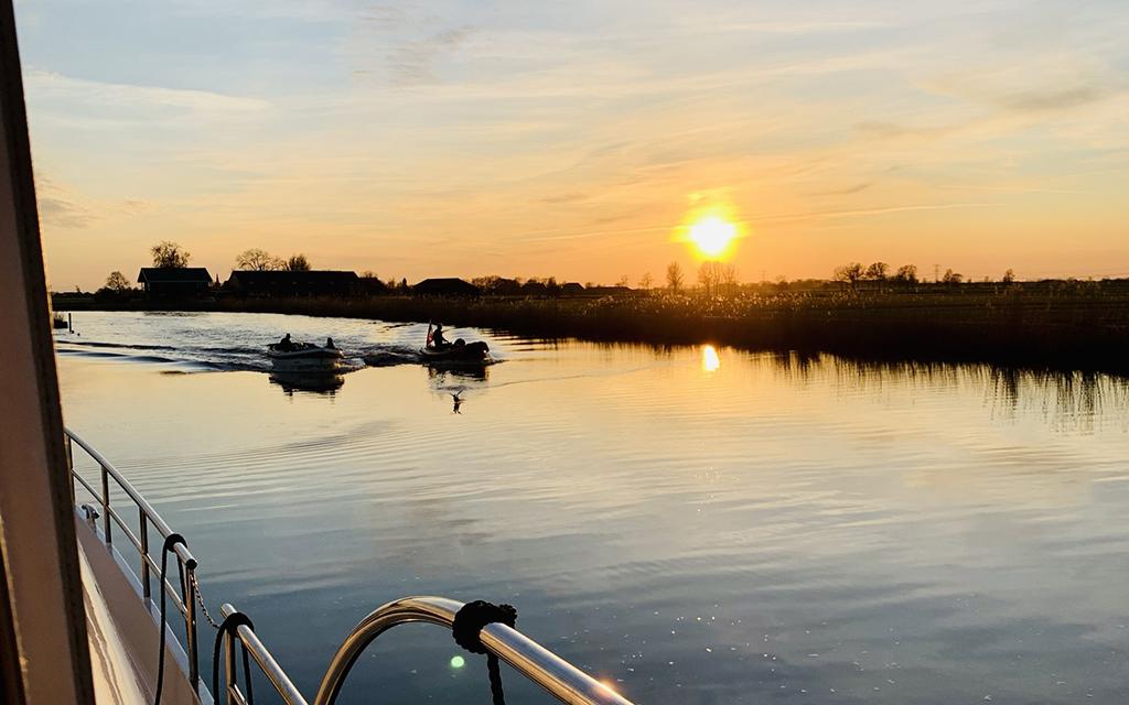 Nooit-Gevaren-Boot-Huren-Friesland-Zonder-Vaarbewijs-HW18-