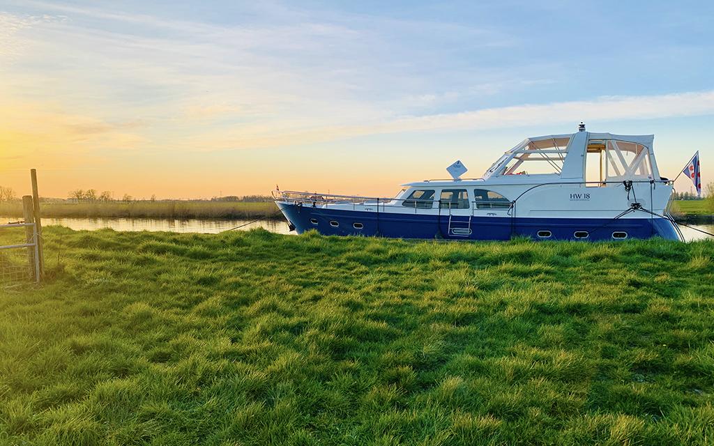 Nooit-Gevaren-Boot-Huren-Friesland-Zonder-Vaarbewijs-HW18